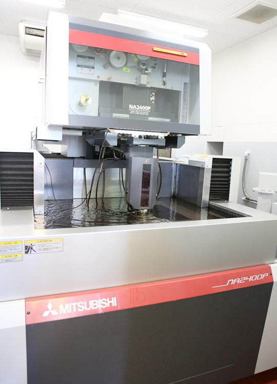 三菱製放電加工機